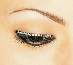 Gemstone Eyelashes in Kuwait