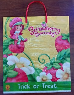 Trick Or Treat Bag - Strawberry in Kuwait